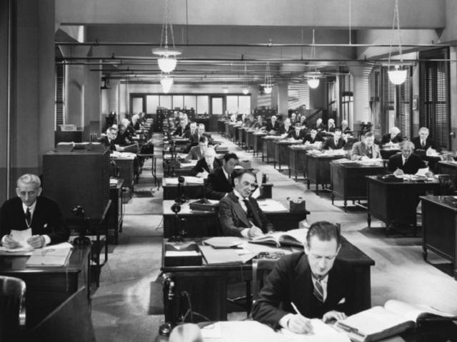 Первые офисы —когда никто не задумывался об удобстве и работоспособности сотрудников —тоже были открытого типа. Случайно ли?