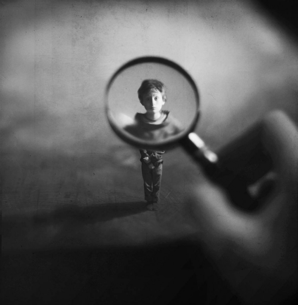 tdy-130603-zev-hoover-magnifying-glass-boy.today-ss-slide-desktop[1]